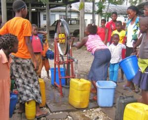 eine sichere , relativ mühelose Versorgung mit sauberem Trinkwasser in Dorfnähe
