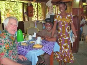 Freudiges wiedersehen mit Godfrey Nzamujo und seine Sekretärin Blandine